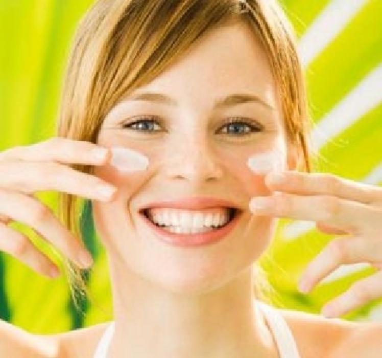 Средства по уходу за кожей лица летом